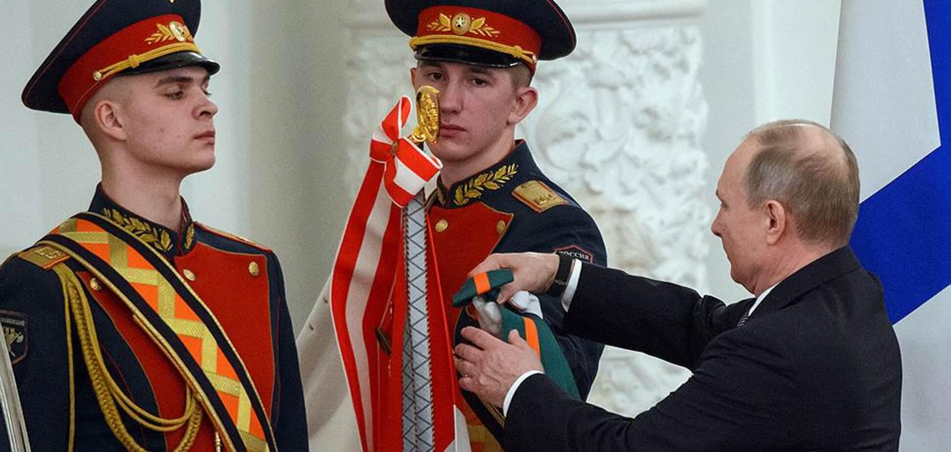 Путин жестко оконфузился, раздавая награды своим воякам
