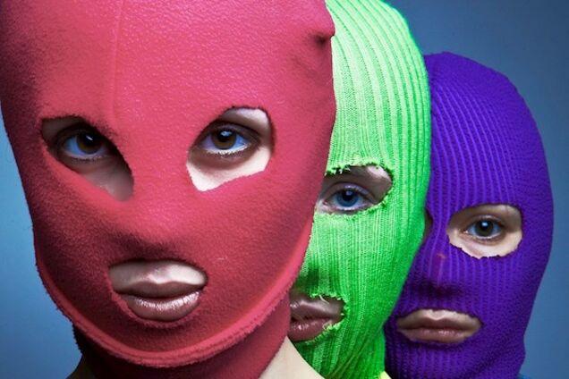 Насторожили визитки: ФСБ задержала Pussy Riot