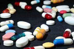 Популярные обезболивающие признали опасными: названы угрозы