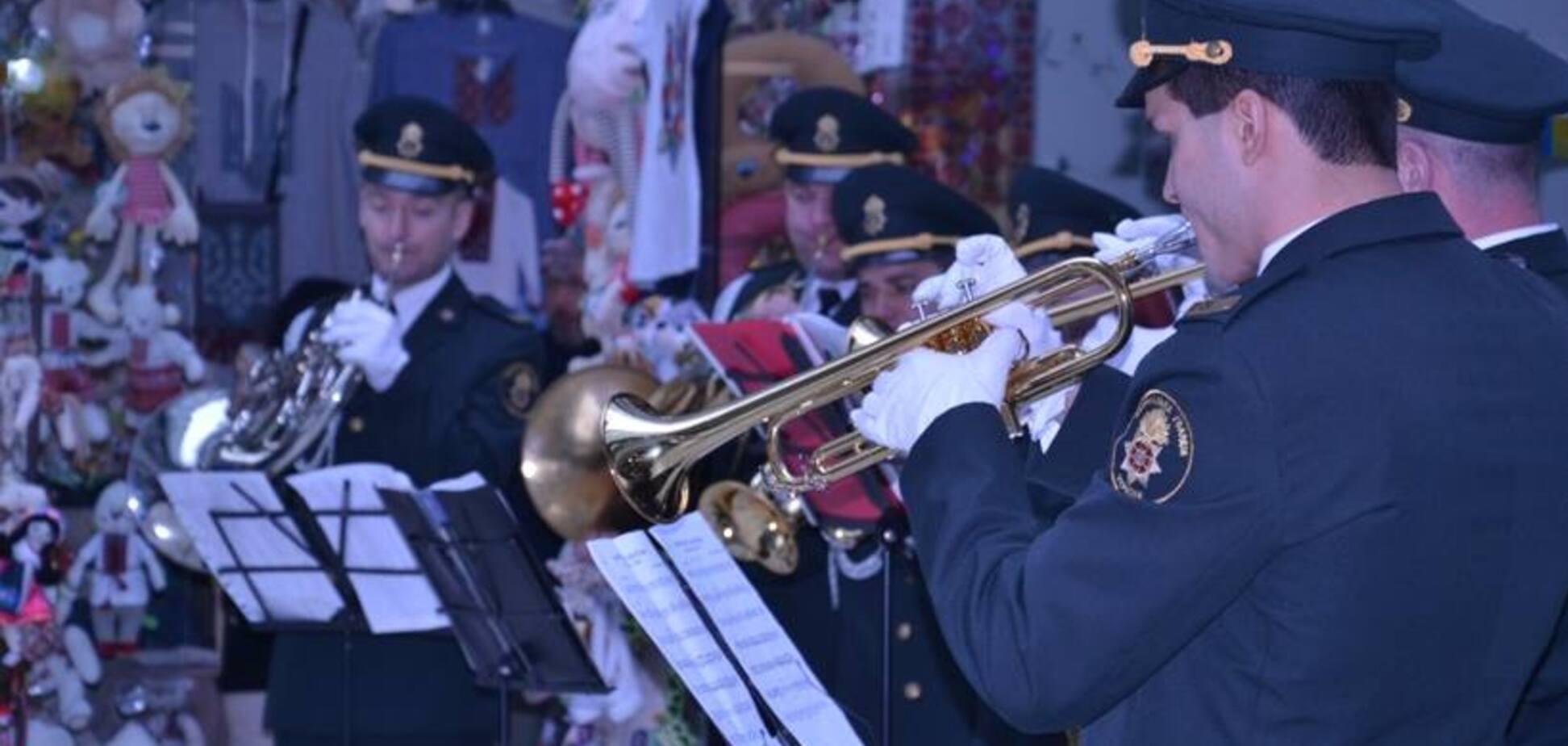 В Киевском метро встретят весну с оркестром и цветами