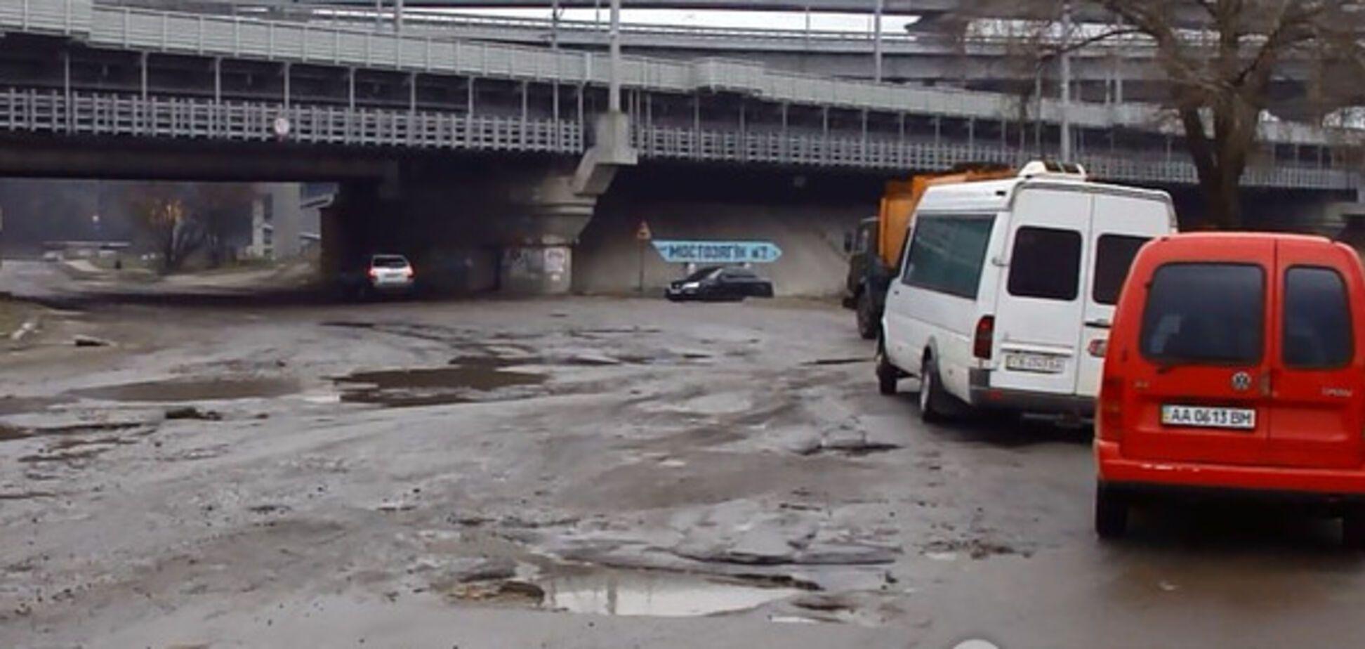 Убитые дороги: под Киевом водитель засудил коммунальщиков