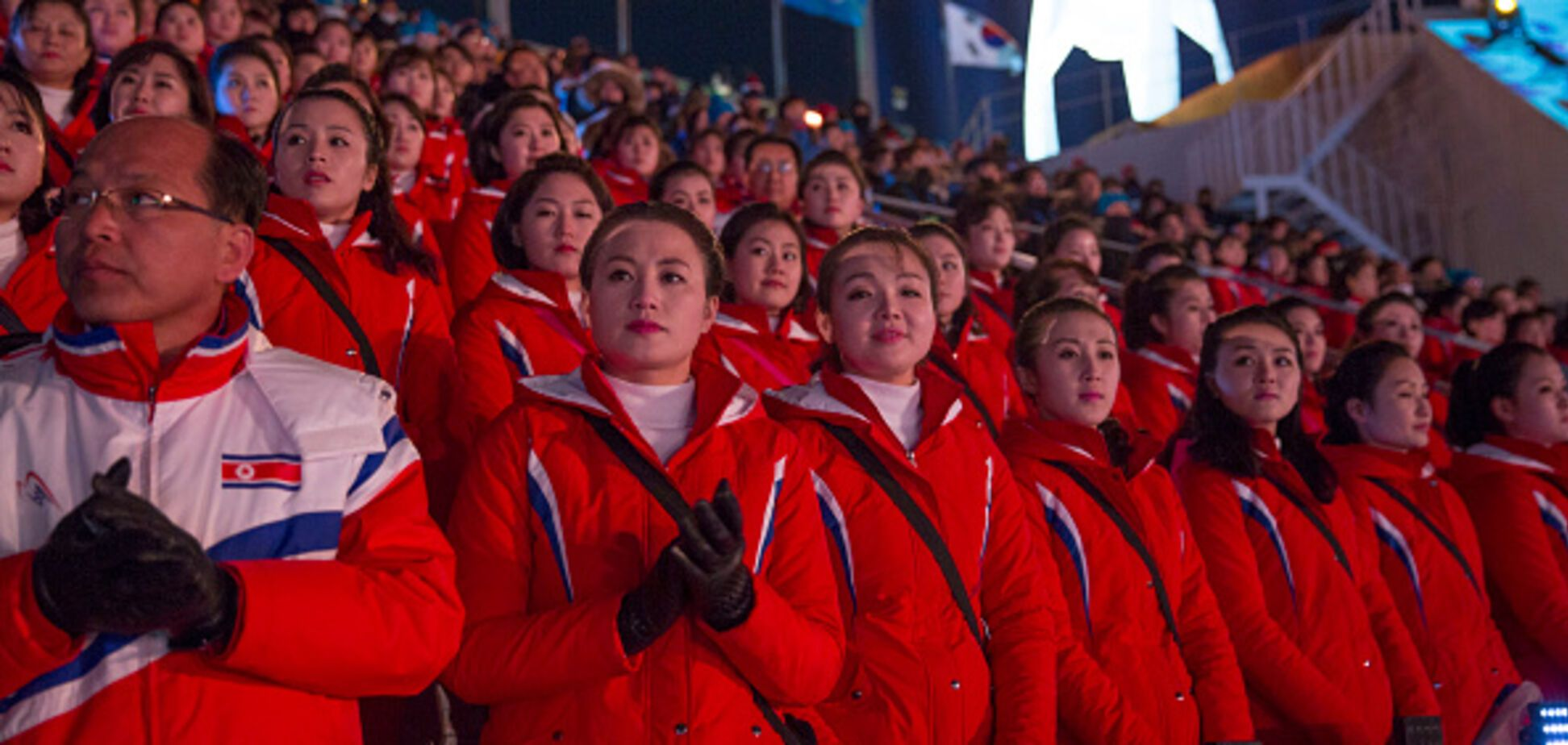 вболівальниці КНДР