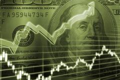 Доллар в Украине: когда продавать, а когда покупать валюту
