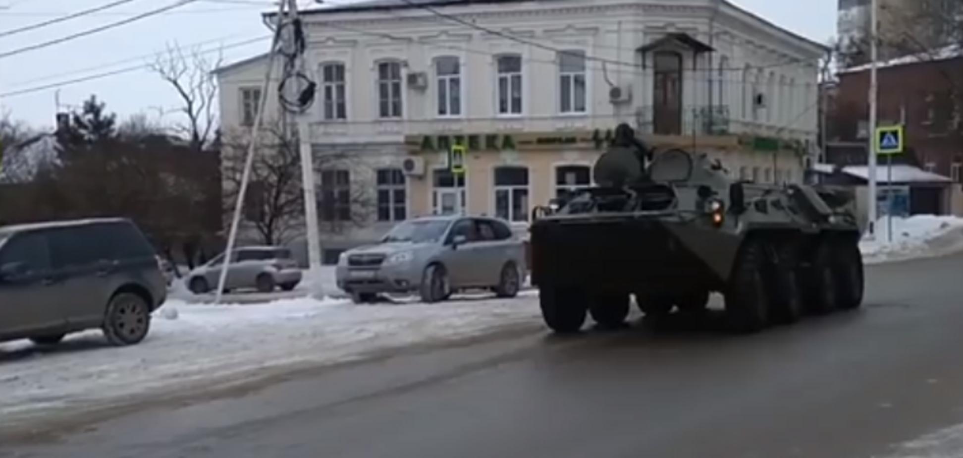 У Росії біля кордону з Україною помічена колона військової техніки. Опубліковано відео