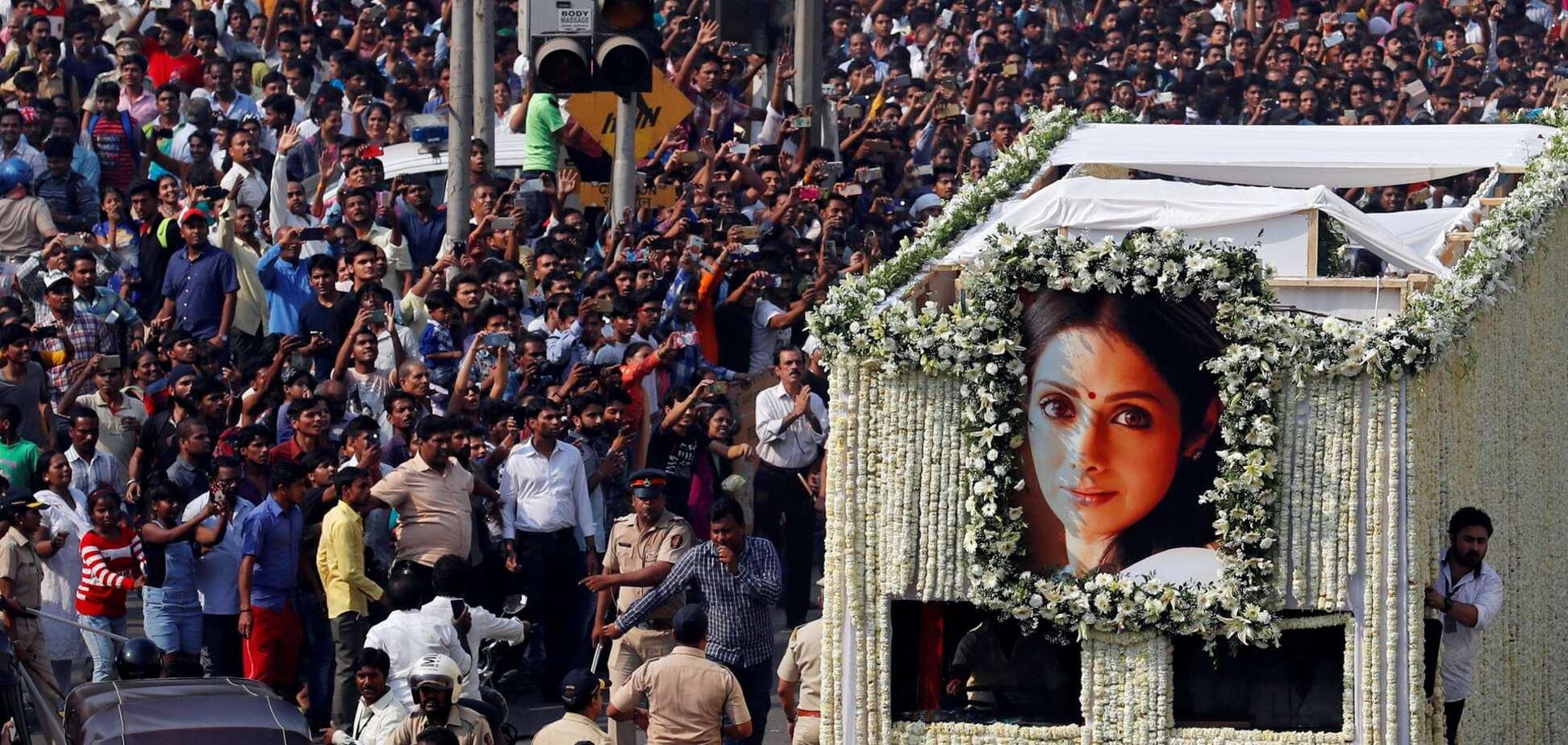 В Індії попрощалися з трагічно померлою зіркою радянського екрану Шрідеві