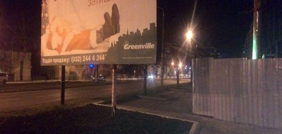 Во Львове неправильно установленный билборд убил велосипедиста