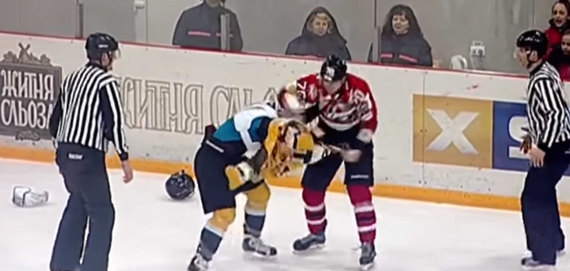 Українські хокеїсти влаштували масову бійку