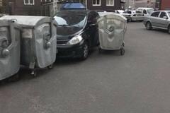 У Києві 'викинули' в сміття героя парковки