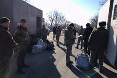 Терористи 'ДНР' передали Україні нову партію в'язнів