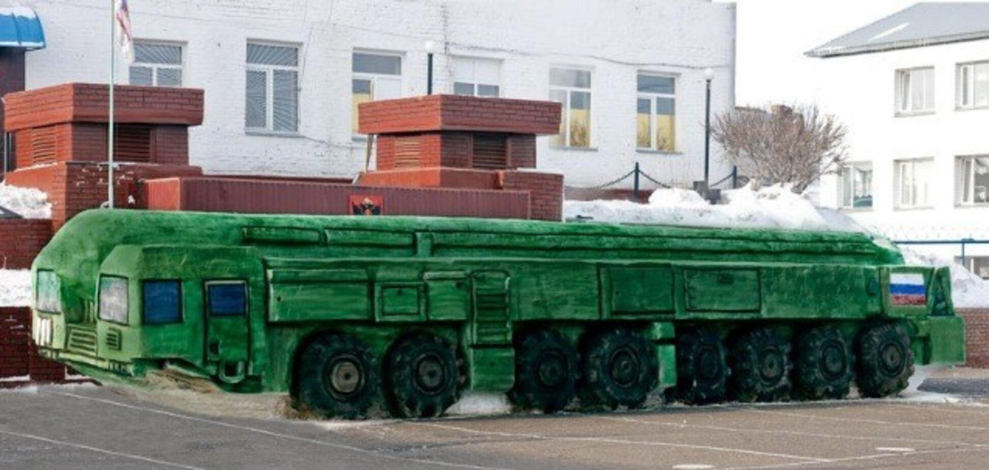 'Маск, завидуй!' Российские заключенные слепили из снега 'Тополь-М'