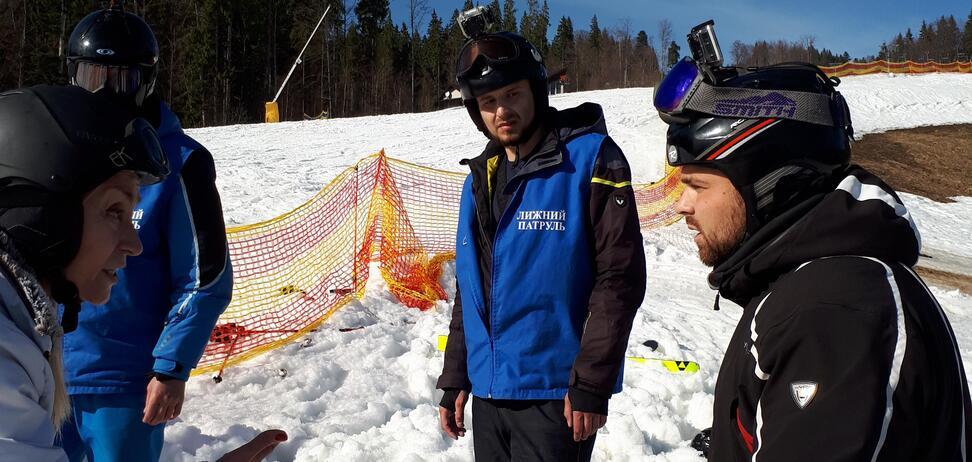 'Подошли и начали избивать': рассказ лыжника о жутком беспределе в 'Буковеле'