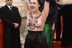 Femen влаштували акцію на Віденському балу