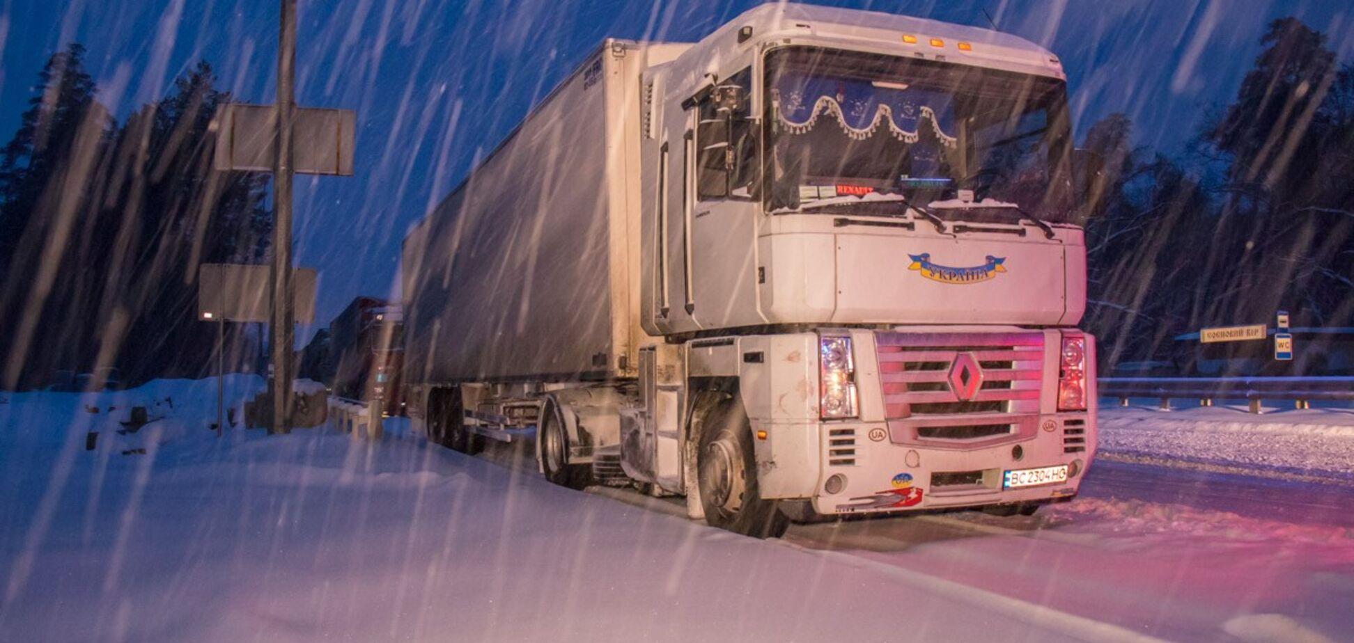 Снежный апокалипсис в Киеве: в КГГА сообщили, когда пустят фуры в город