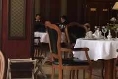 Наметове містечко в кільці: Соболєв і Семенченко неспішно пообідали в готелі