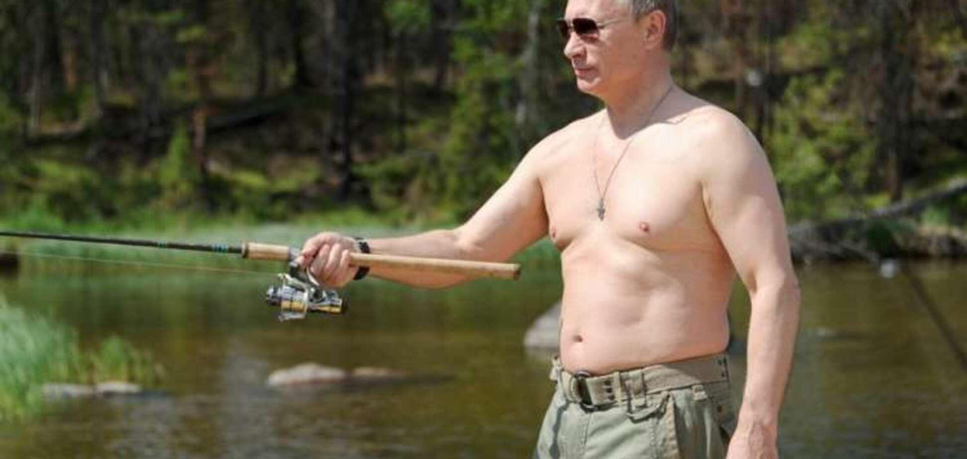 'На медведе пока не скакал': Путин оправдался за 'голые' фото