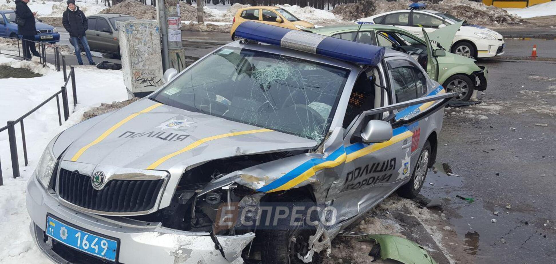 В Киеве пьяный водитель влетел в авто копов
