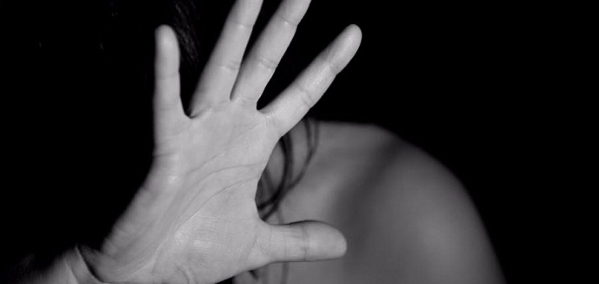 На Закарпатті п'ятеро згвалтували 15-річну дівчинку: всі подробиці