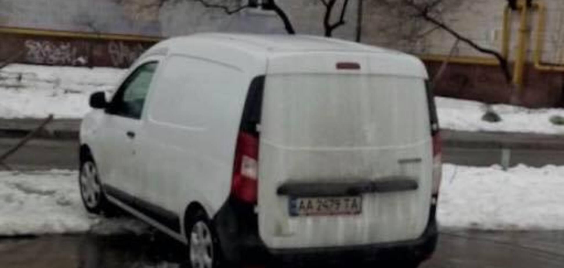 Киевляне спасли школьницу от похитителя: фото и приметы киднепера