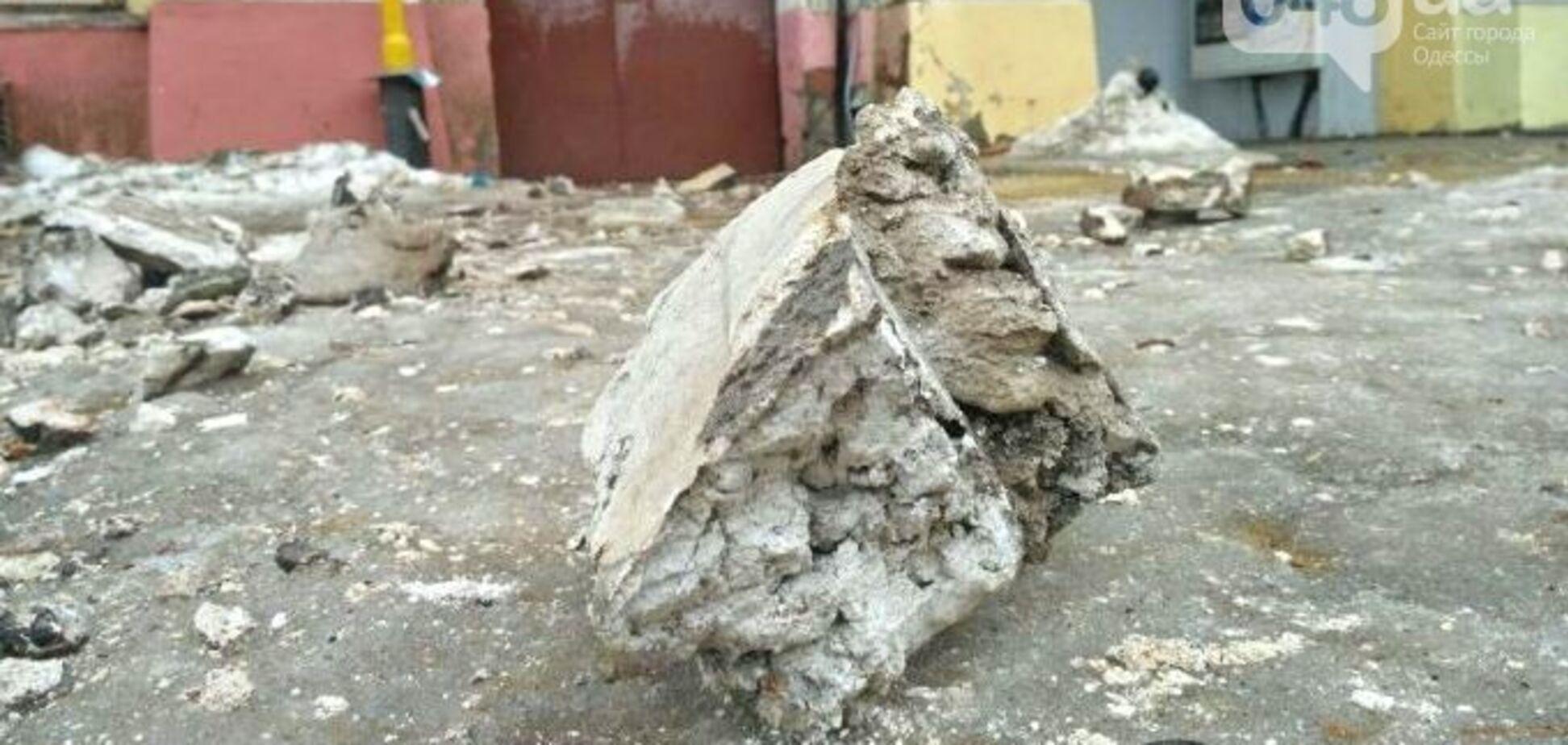 Активисты создали группу спасения от одесского камнепада