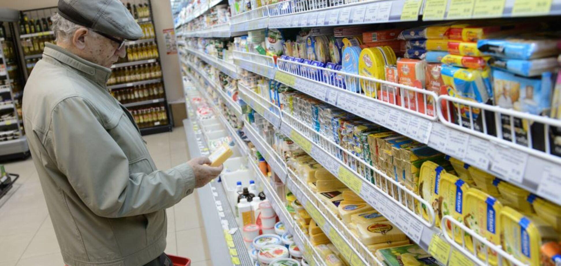'Плесень для аромата': в сети показали, чем известный гипермаркет кормит крымчан