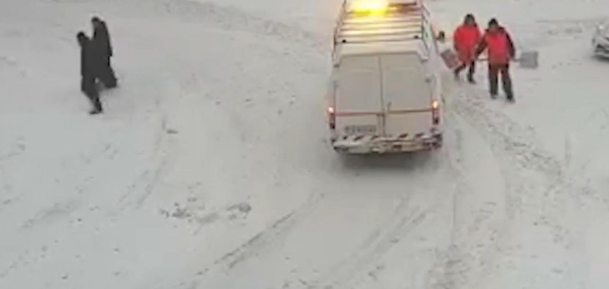 Поліція показала відео, як Семенченко виносив зброю з наметів. Нардеп відповів