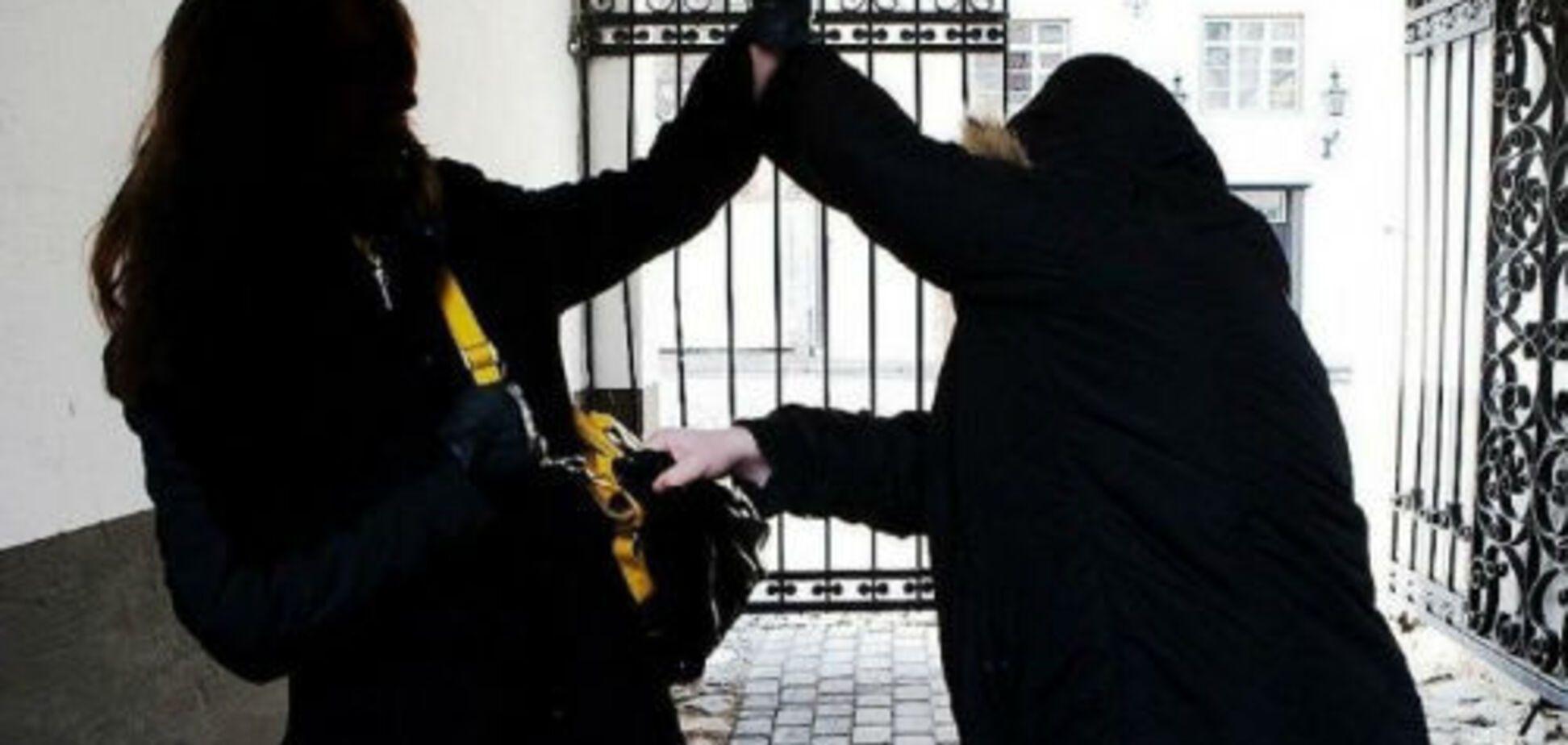 Йшла за дитиною в дитсадок: на Київщині зарізали багатодітну матір
