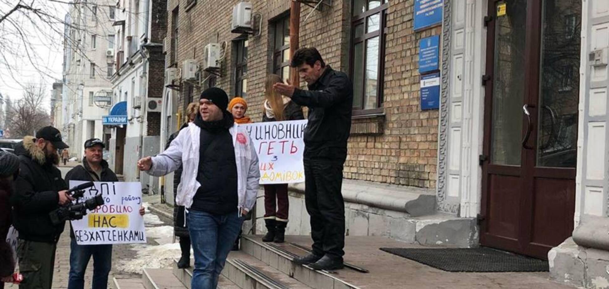 В Киеве устроили пикет из-за рейдерского захвата общежития