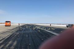 Раскидано по полю: в России из самолета вывалилось 9 тонн золота