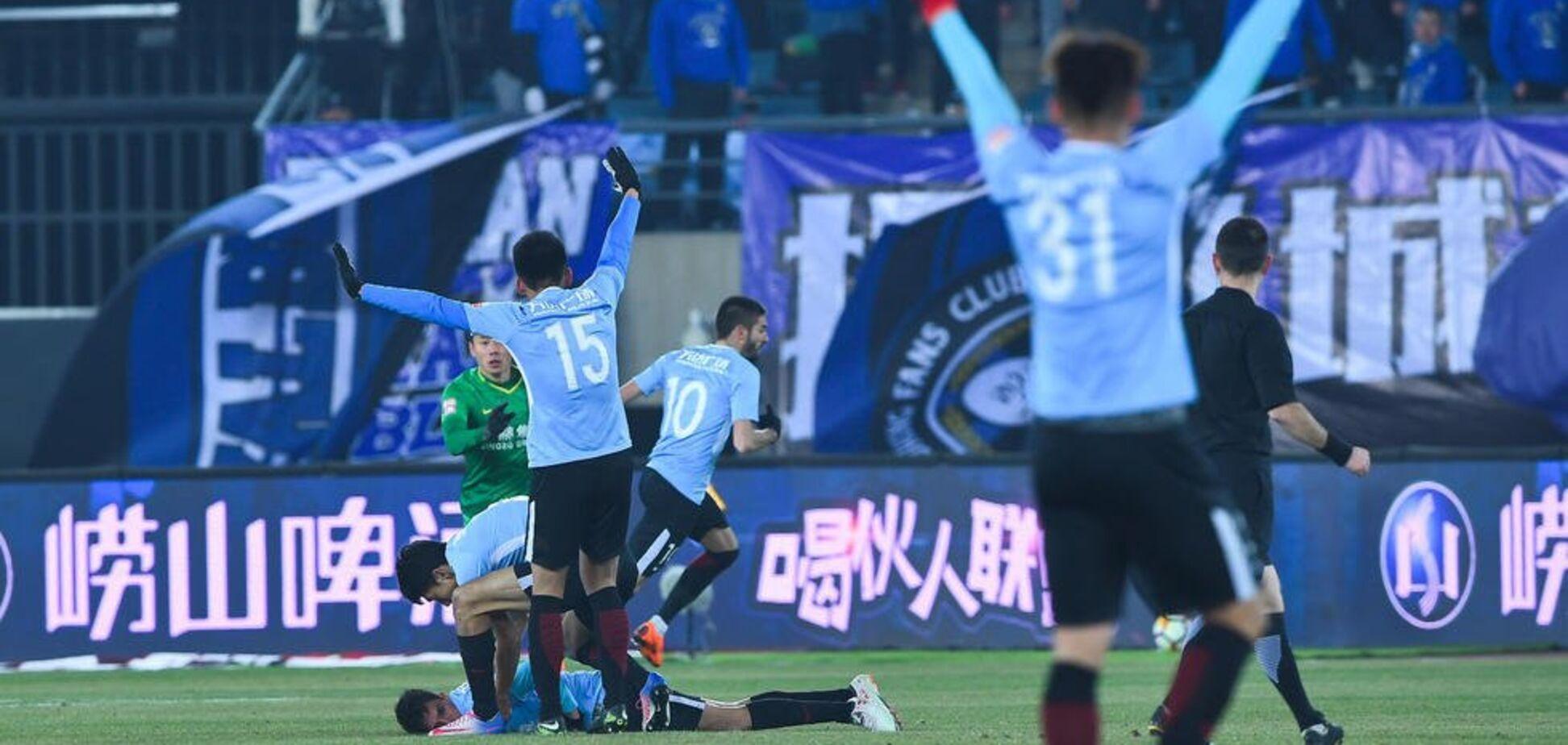 Герой дня: футболіст збірної Бельгії врятував життя знаменитому аргентинському гравцеві під час матчу - з'явилося відео