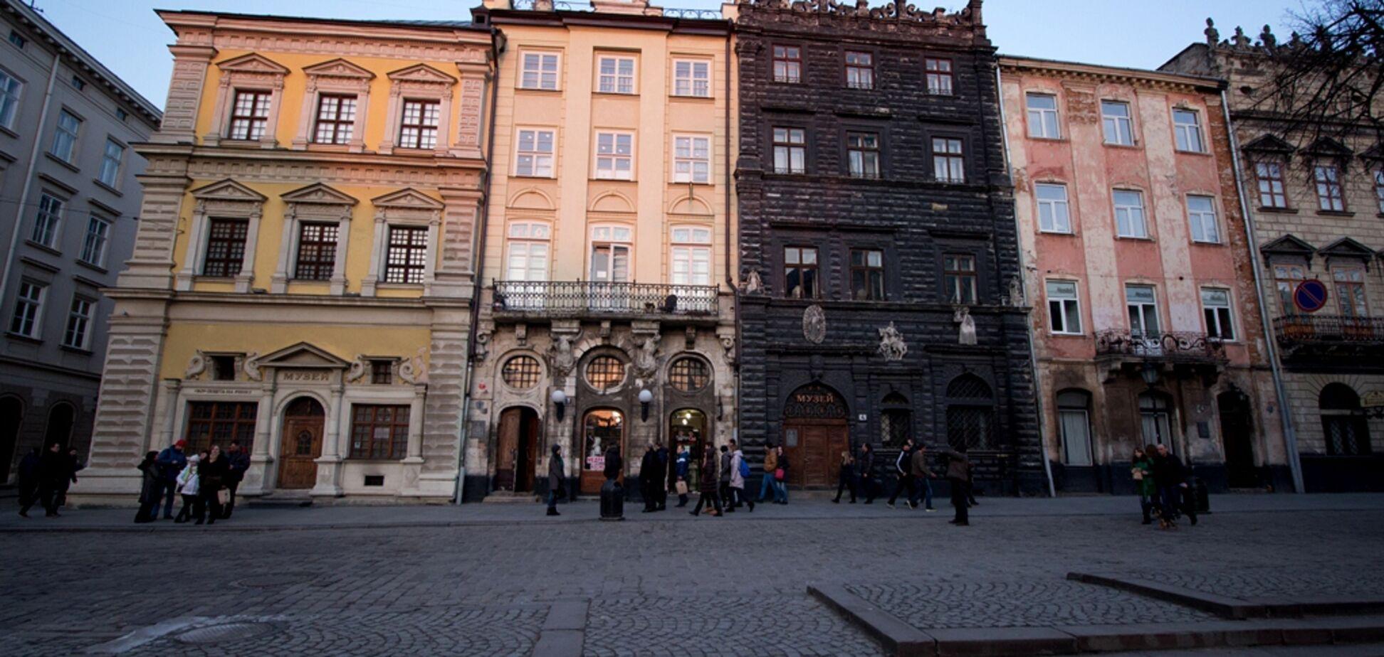 Львів'ян змусять перефарбувати фасади будинків