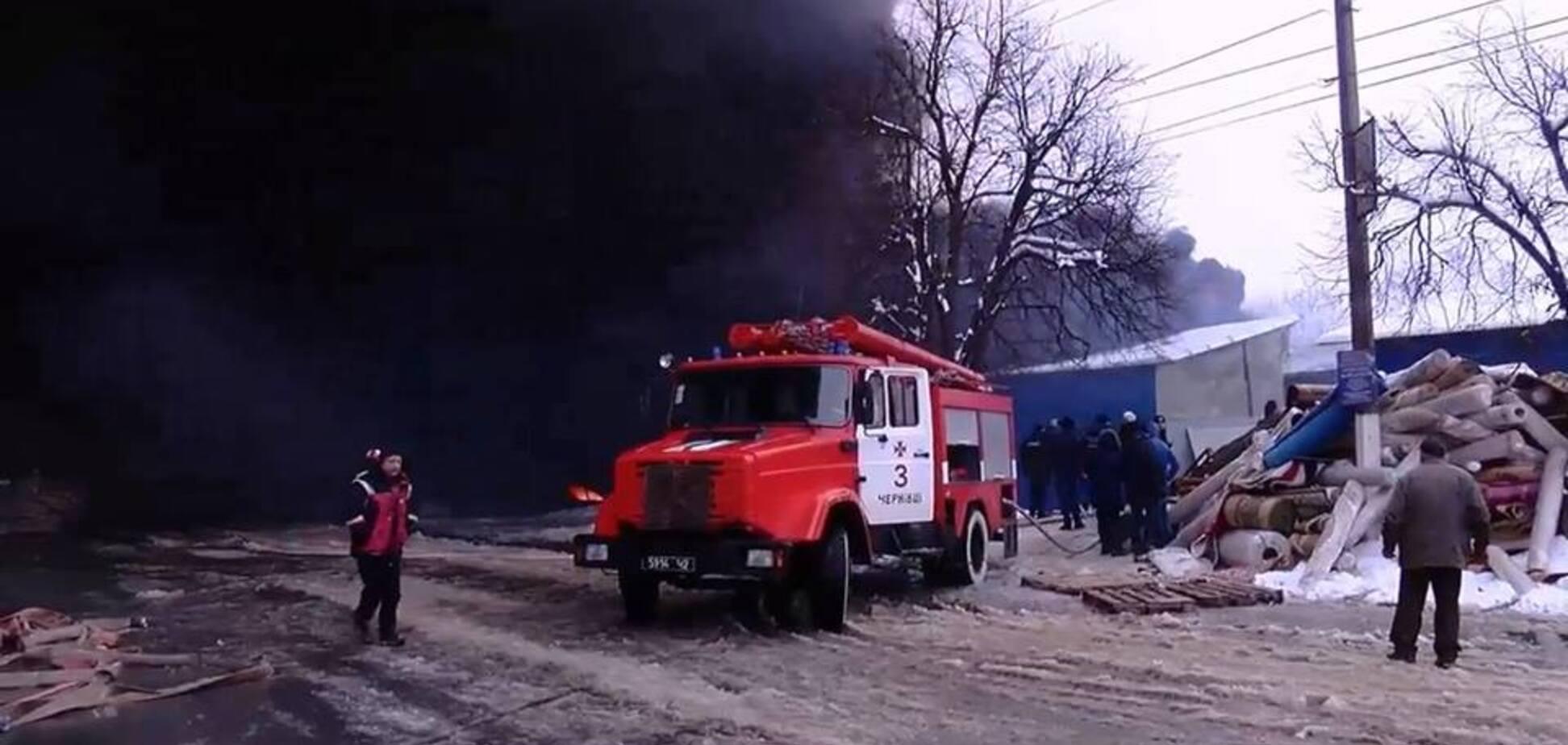 У Чернівцях загорівся один з найбільших ринків України: з'явилися відео та фото