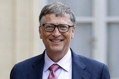 Билл Гейтс потерял место в списке самых богатых людей мира