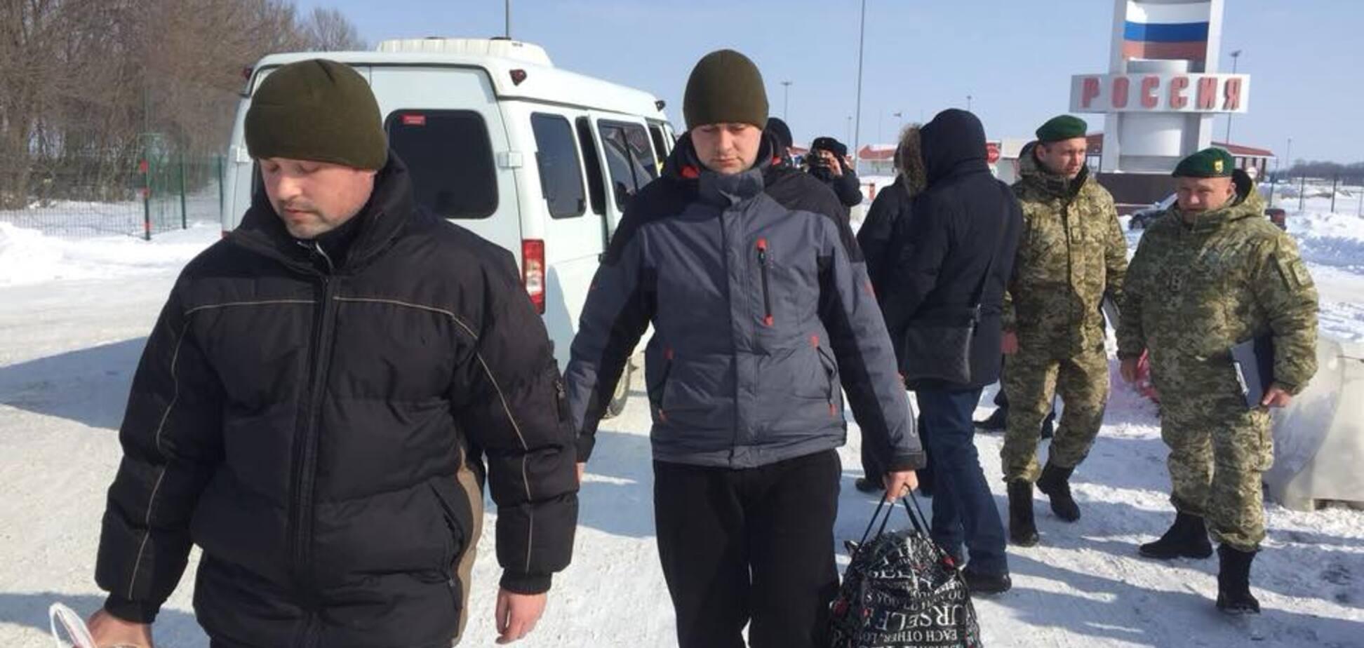 Обмін відбувся: в Києві зустріли звільнених з полону РФ прикордонників
