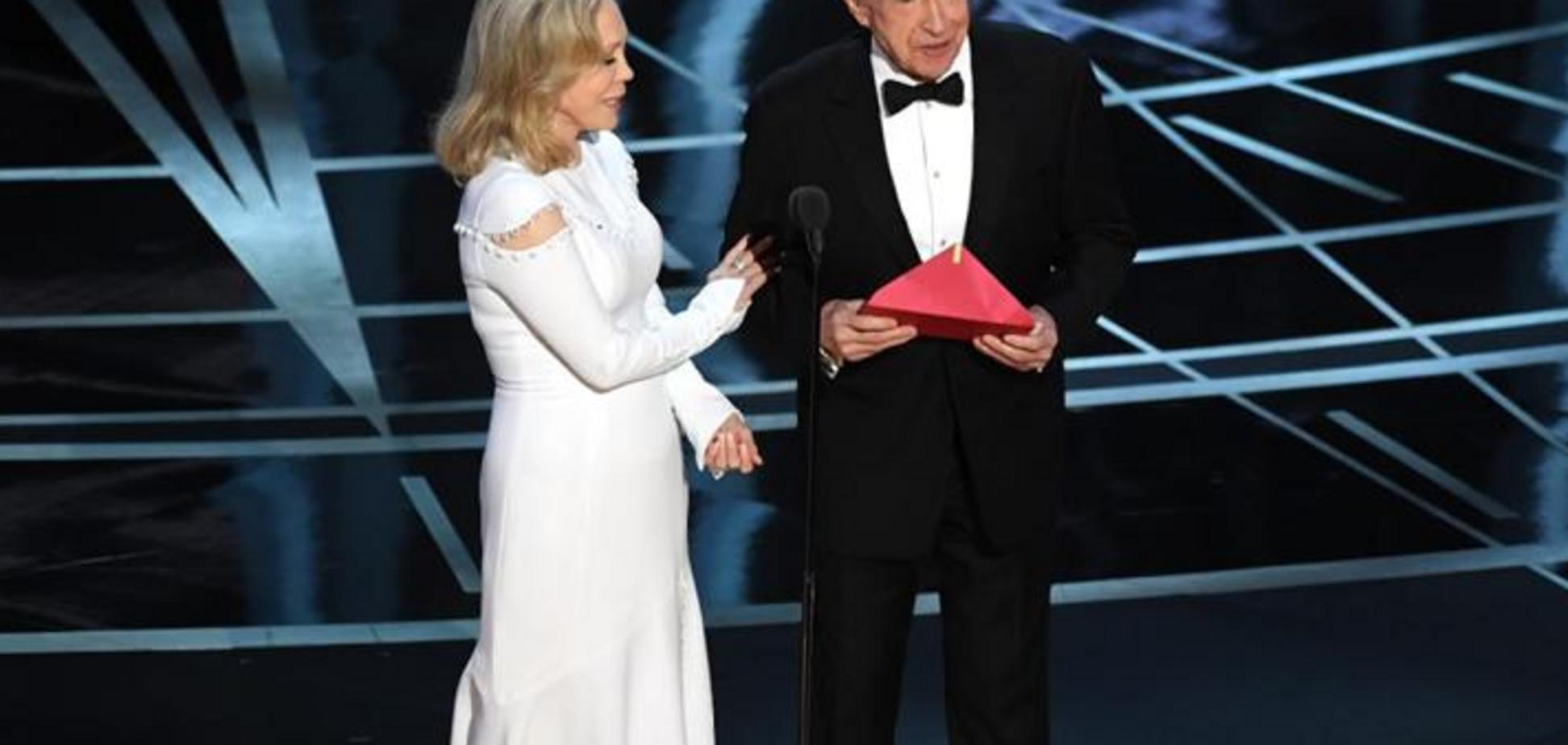 Уоррен Битти и Фэй Данауэй на церемонии 'Оскар-2017'