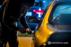 У Києві з парковки супермаркету нахабно викрали позашляховик