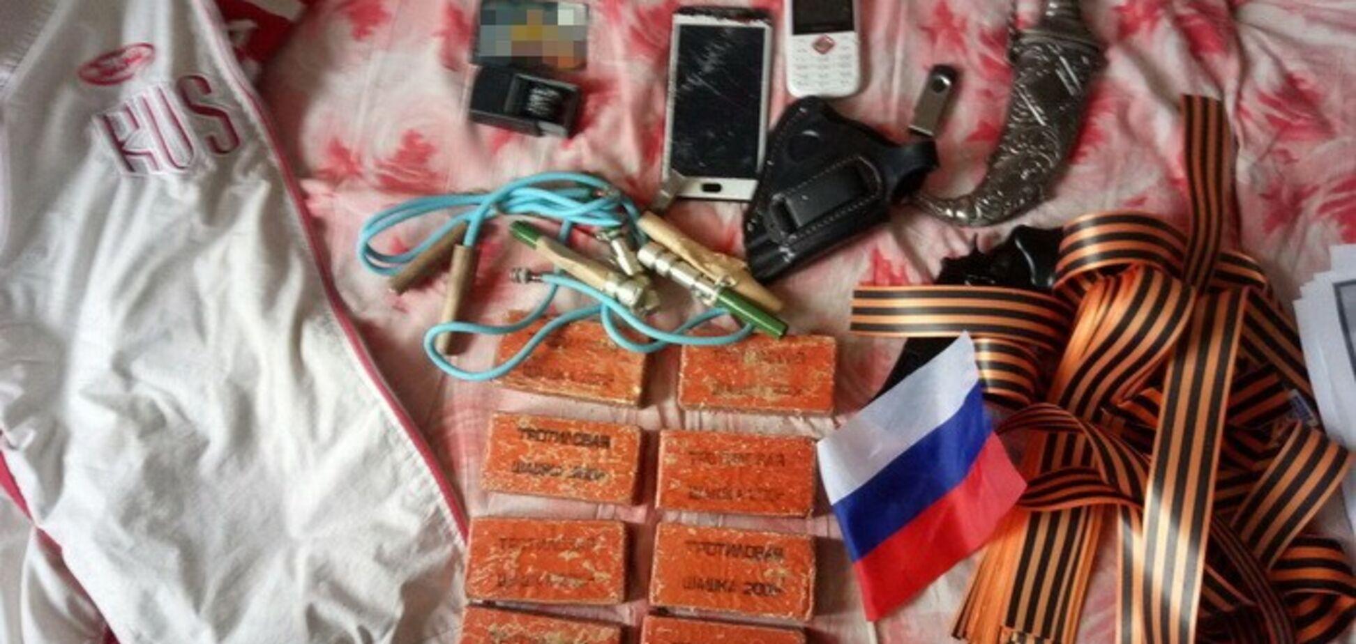 СБУ викрила вандалів, які нівечили пам'ятники на замовлення Росії