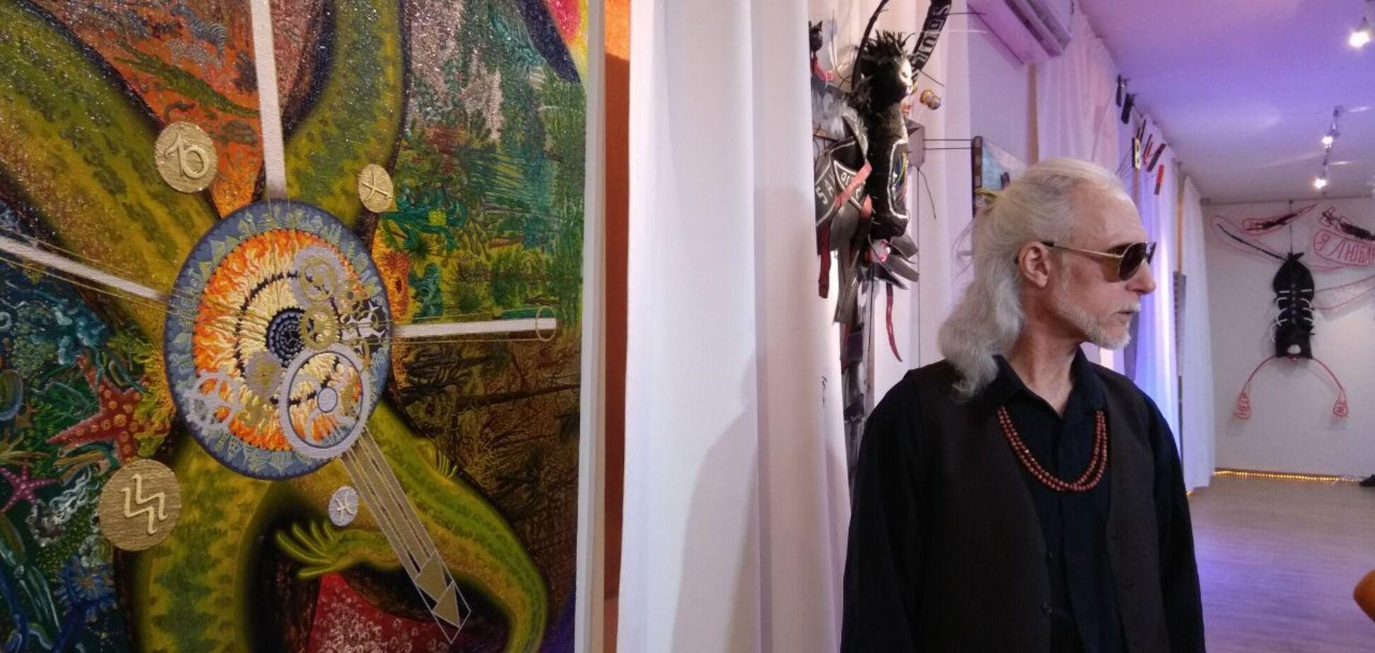 С кнутами и сосисками: в Днепре открылся фестиваль сюрреализма