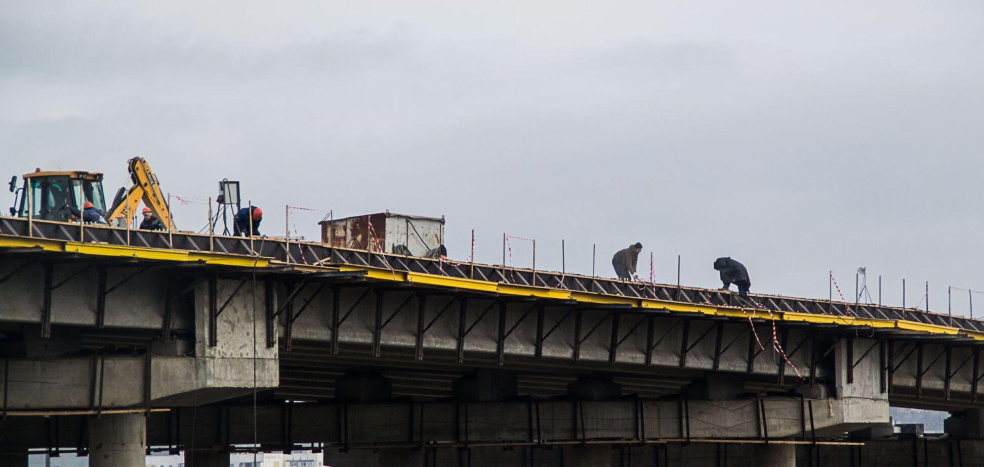 Окупанти похвалилися темпами будівництва Кримського моста: опубліковані фото