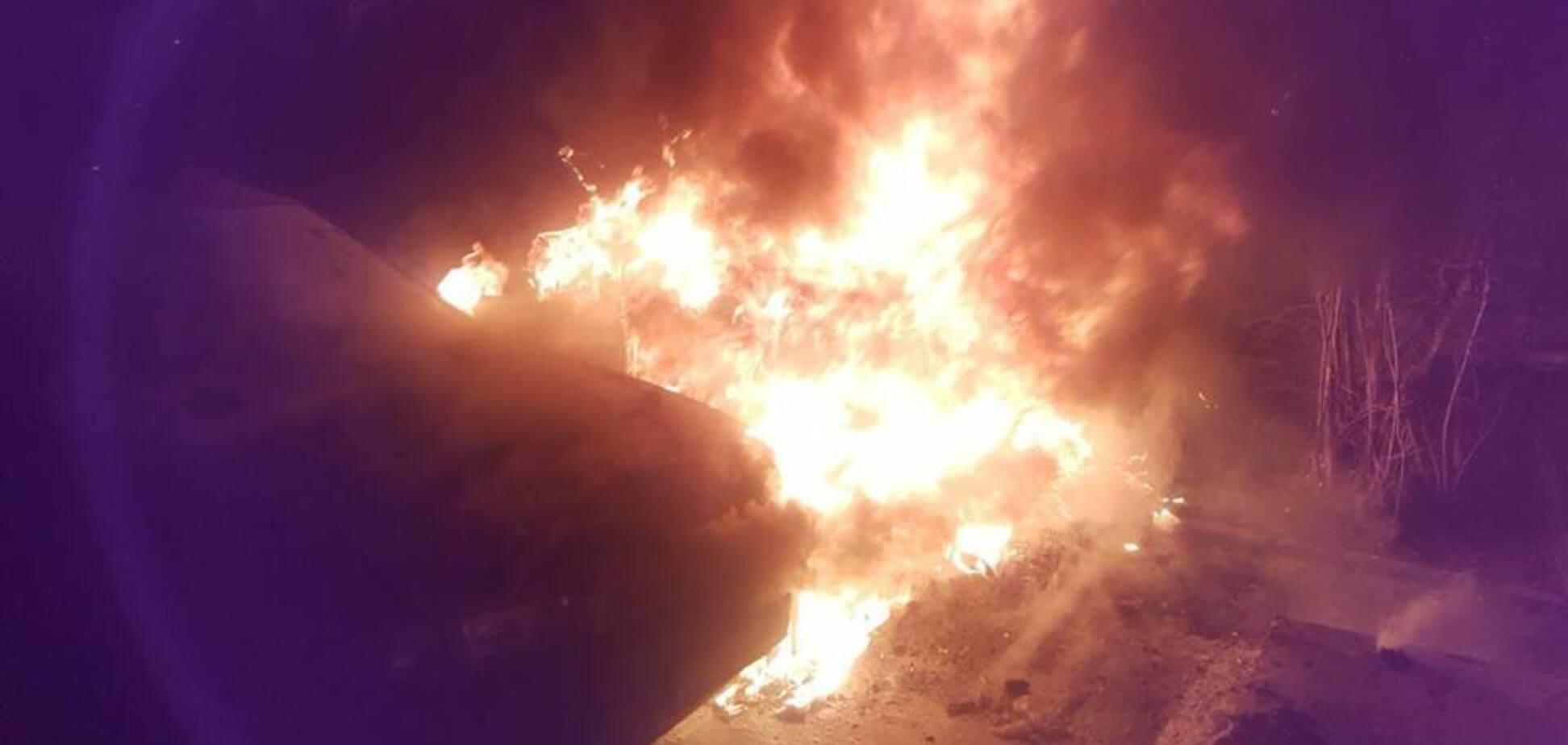 'Реально внутрішній фронт': в Чернівцях спалили авто активіста