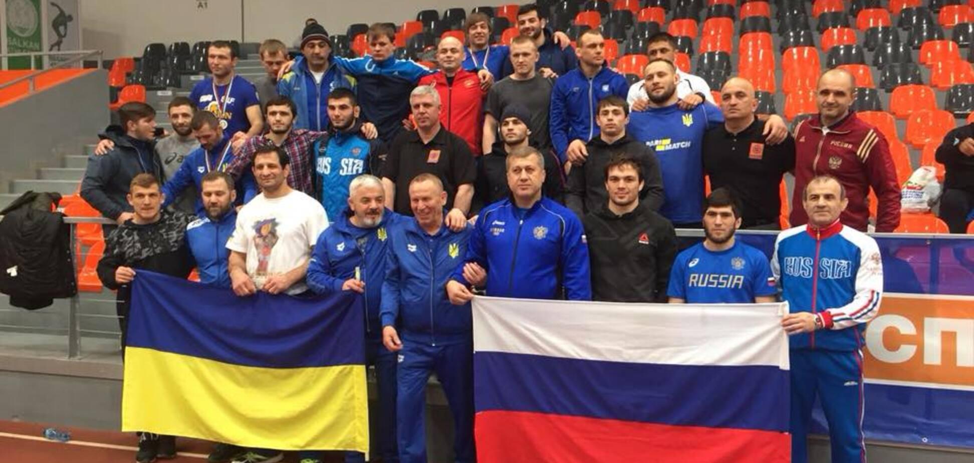 Російських борців спіймали на лицемірстві після фото з українцями