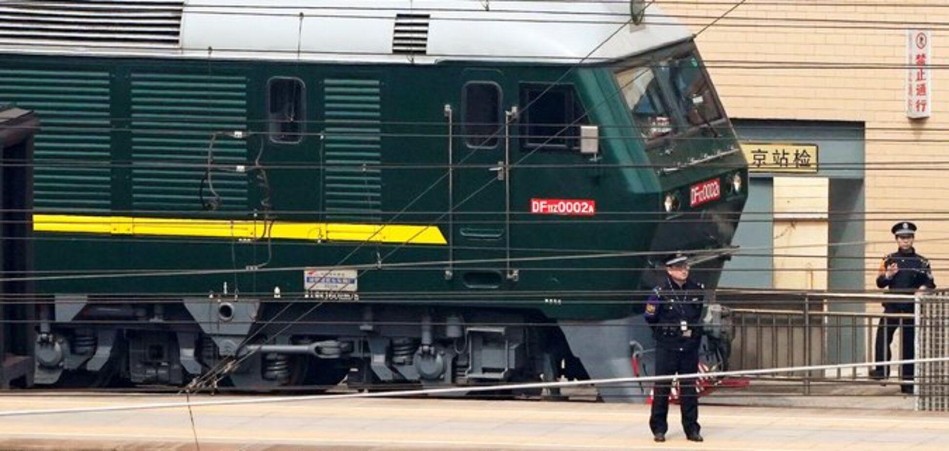 Лобстеры и ящики вина: стали известны детали о секретном поезде Ким Чен Ына