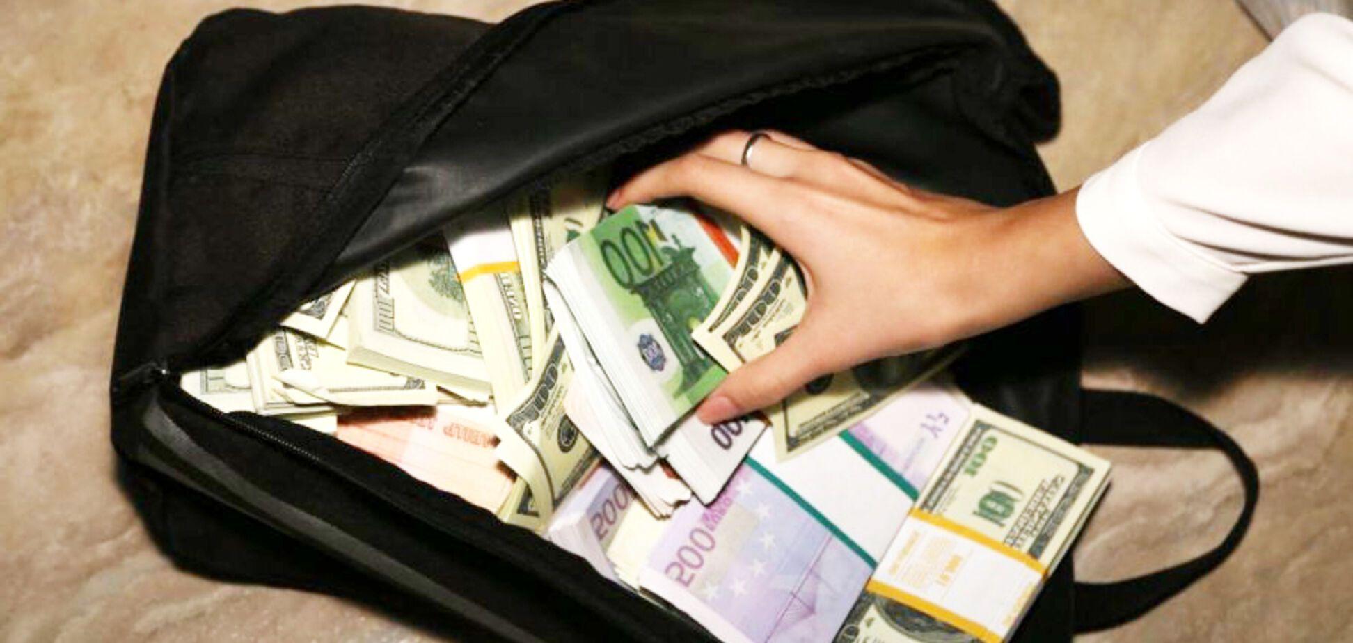 'Привозять у валізах': волонтер розповів, хто фінансує 'ЛДНР'