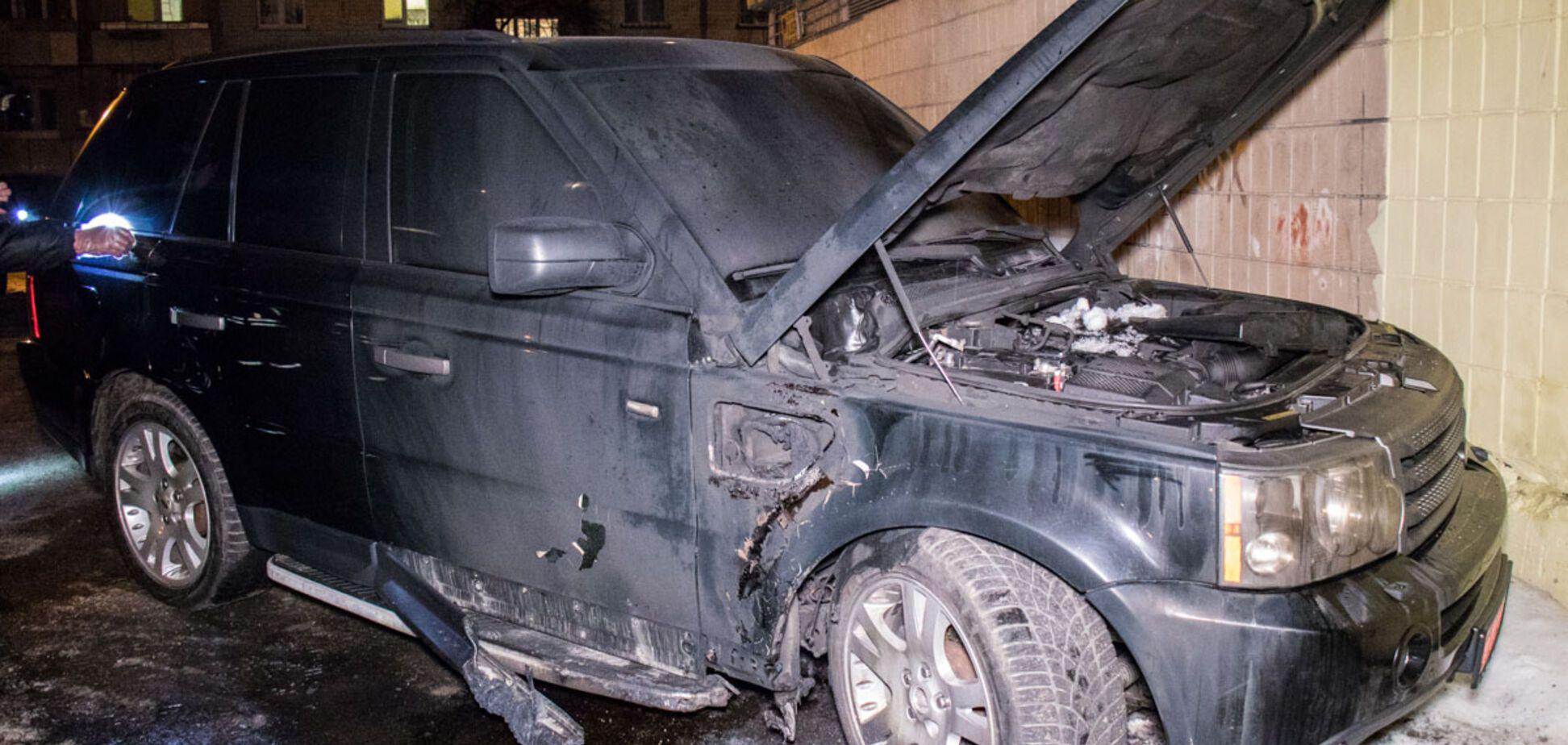На асфальті калюжа крові: в Києві прогримів вибух. Фото і відео