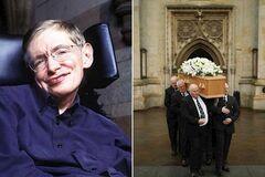 На похороны Хокинга пришел сыгравший его актер: трогательные фото