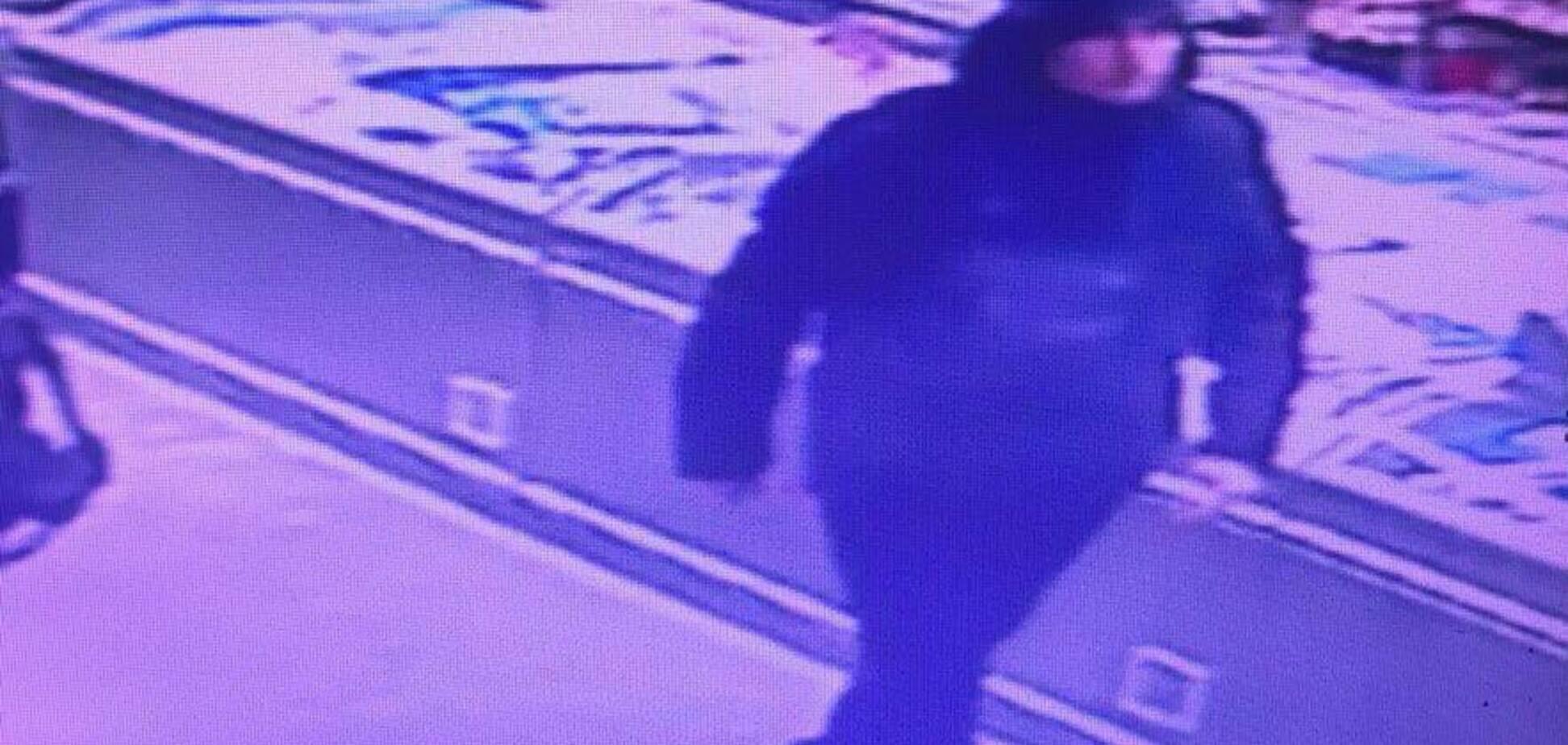 У Києві злодії засвітилися на камерах у відомому супермаркеті