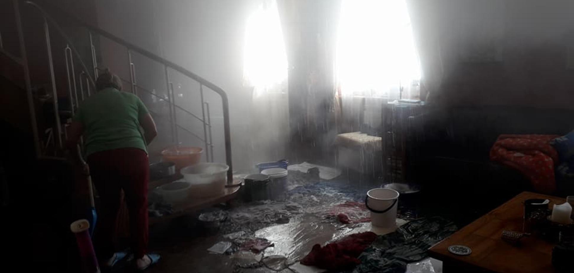 В Киеве в квартире известного писателя рухнул потолок