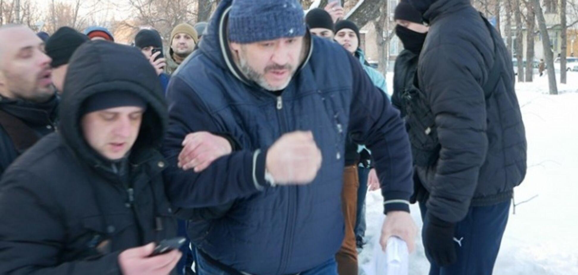 Вбивство Веремія: розлючені активісти влаштували Крисіну 'коридор ганьби'