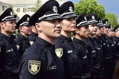 Сдавили шею и били по голове: в Днепре патрульные попали в скандал