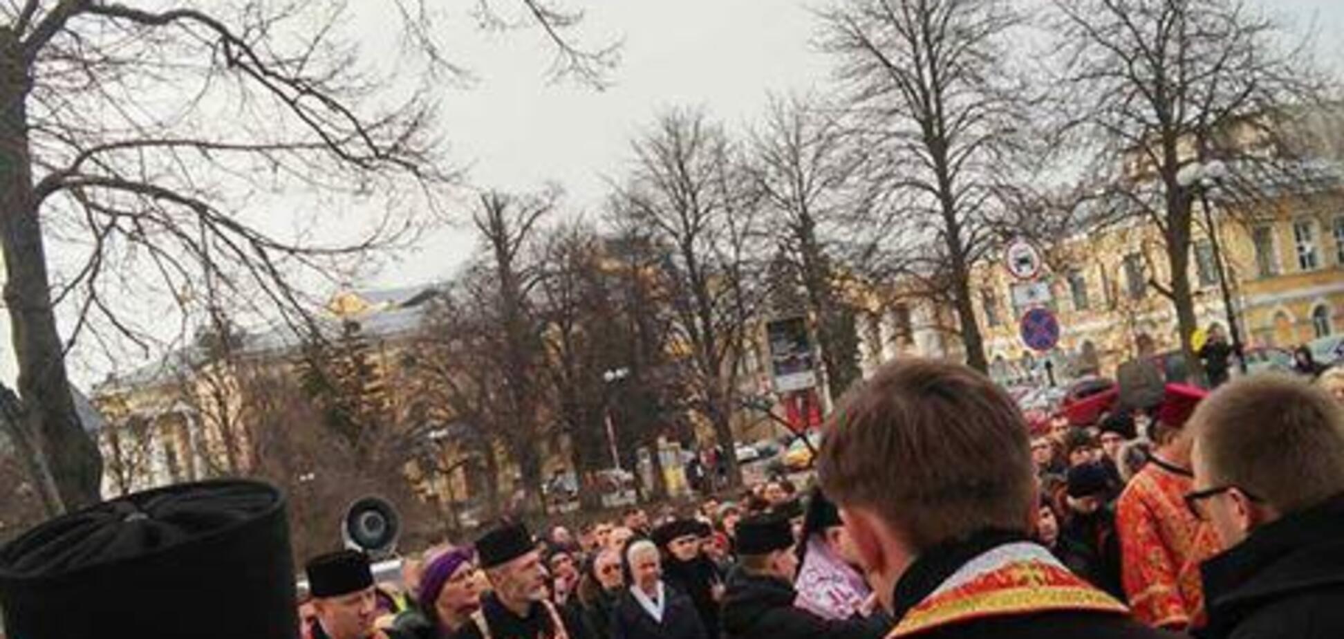 У центрі Києва влаштували хресну ходу: фото і відео