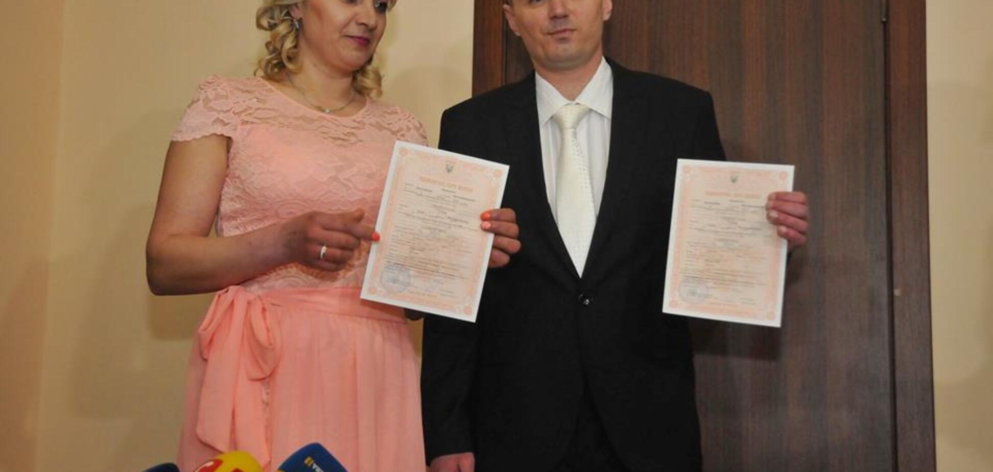 Довічно засуджений вбивця одружився в Харкові: фото і відео унікального весілля